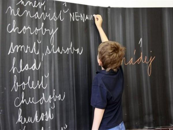 124975-skola-ziak-student-vyucovanie-tabula-nestandard2