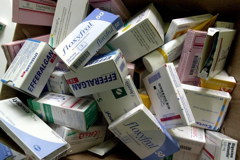 7773318461_des-boites-de-medicaments