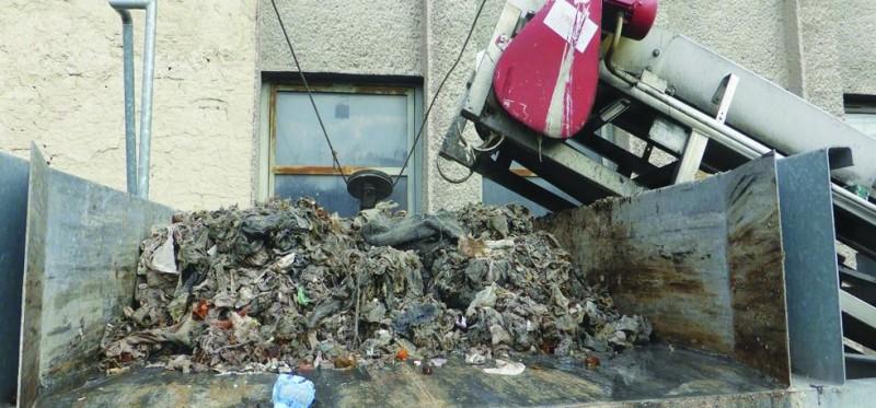 odpad priplavený kanalizáciou na ČOV