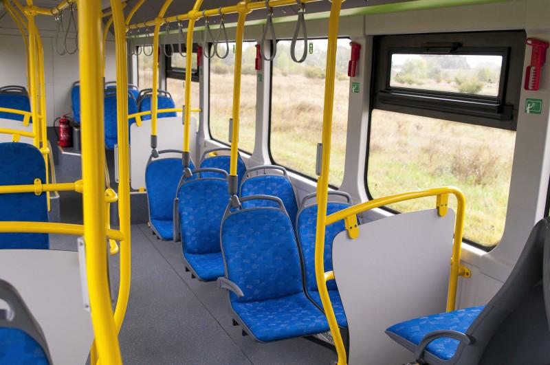 Komárom, 2017. szeptember 21. Utastér a tizenkét méter hosszú, szóló elektromos városi autóbusz utastere a komáromi ipari parkban 2017. szeptember 21-én. A helyi BYD Electric Bus and Truck Hungary Kft. áprilisban megnyílt üzemében elkészült a társaság elsõ két elektromos busza. A gyárban a teljes kapacitás elérésekor évente négyszáz jármû elõállítását tervezik és 300 embernek adnak munkát. A 6,2 milliárd forint értékû beruházáshoz a kormány 925 millió forint vissza nem térítendõ támogatást adott. MTI Fotó: Krizsán Csaba