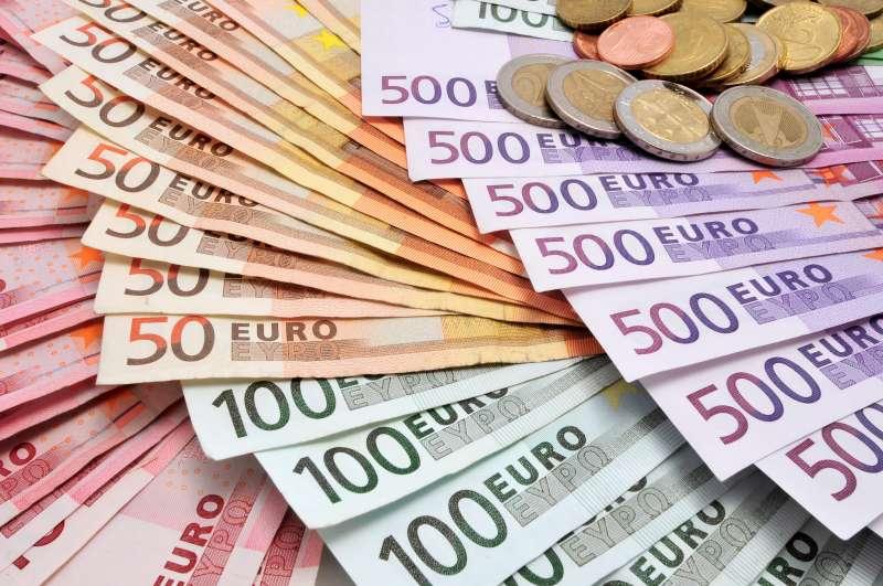 Geldscheine und Münzen Euro Kassensturz