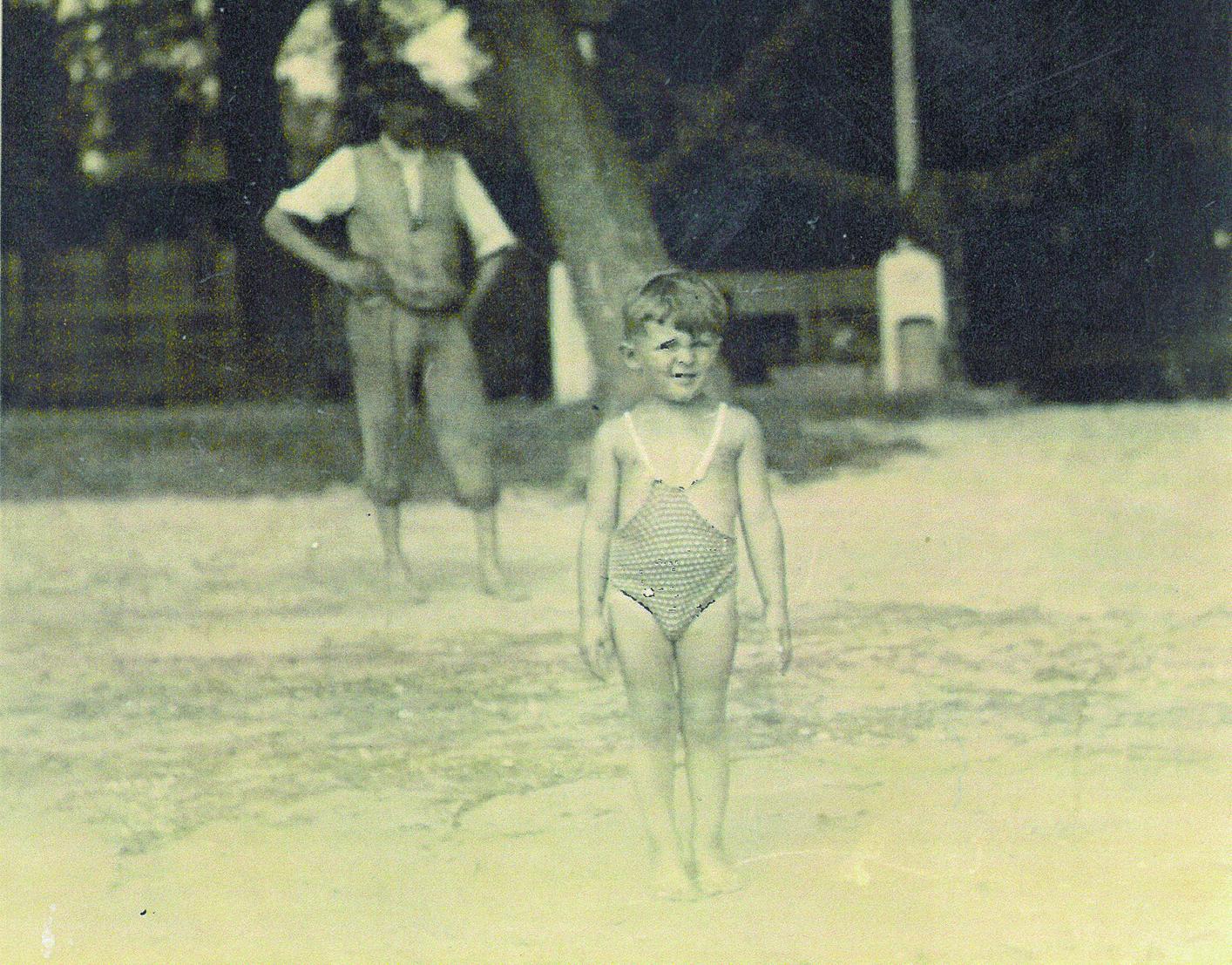 Négyévesen a városi strandon a Vág és a Duna összefolyásánál 1940-ben