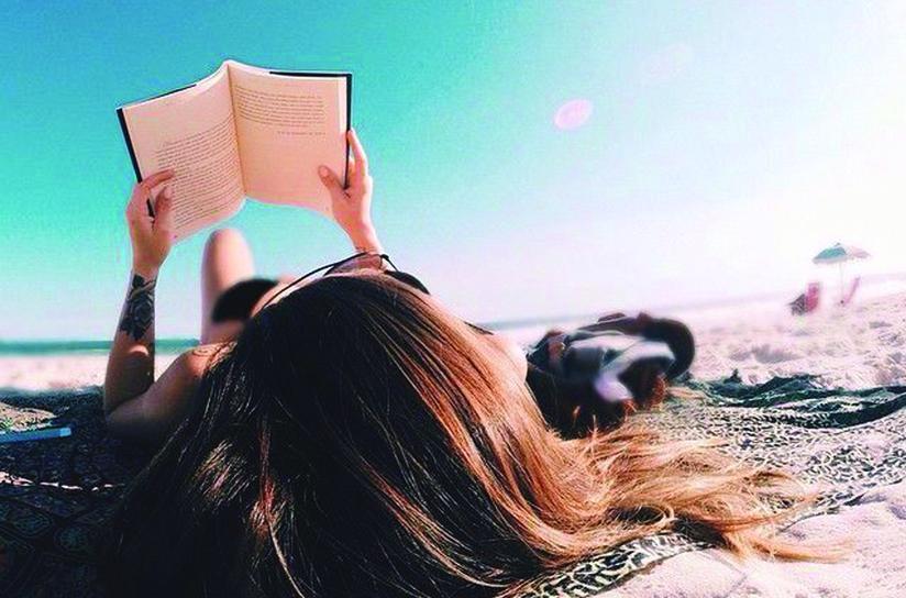 Olvasás a tengerparton-02