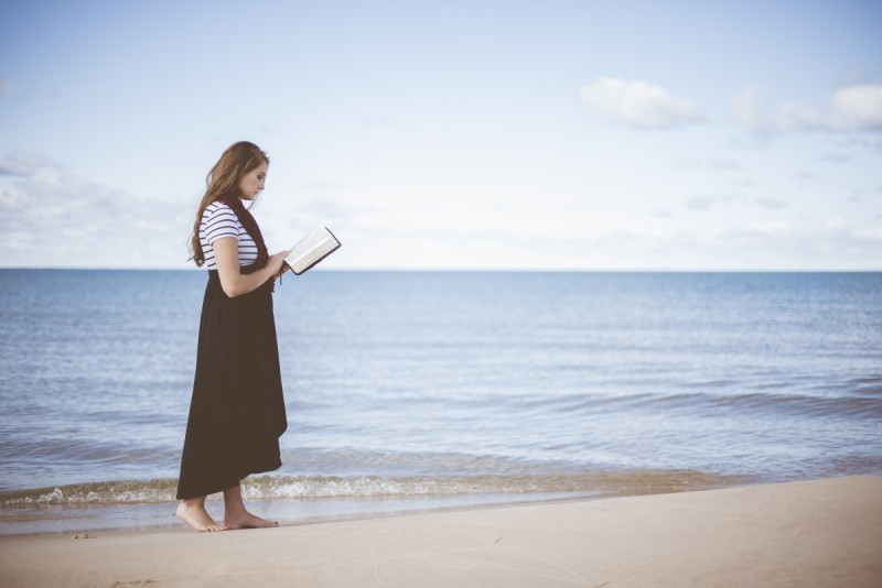 Olvasás a tengerparton-04
